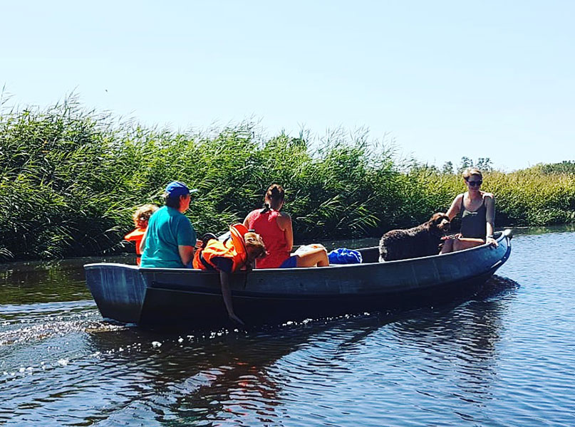 varen over de regge in een fluisterboot of kano bij Mölke