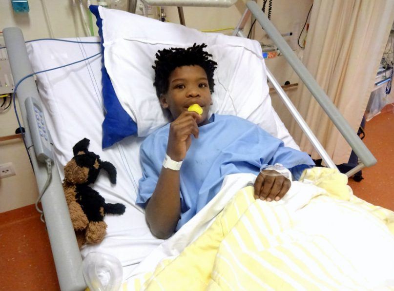 kind naar het ziekenhuis