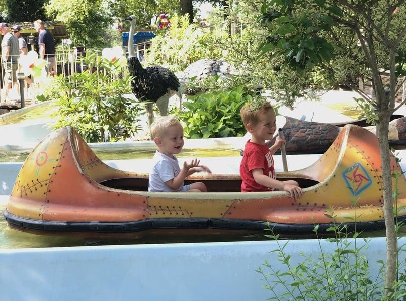 In een indianenbootje de 'venture river' afpendelen