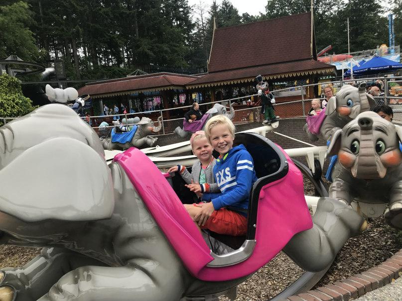 Guusje en Pieter Bas in de olifantjes