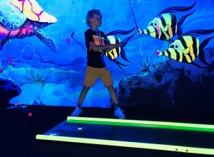 Blacklight midgetgolf