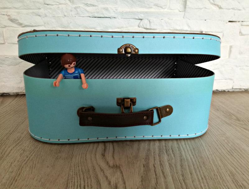 DIY poppenhuis maken in koffer
