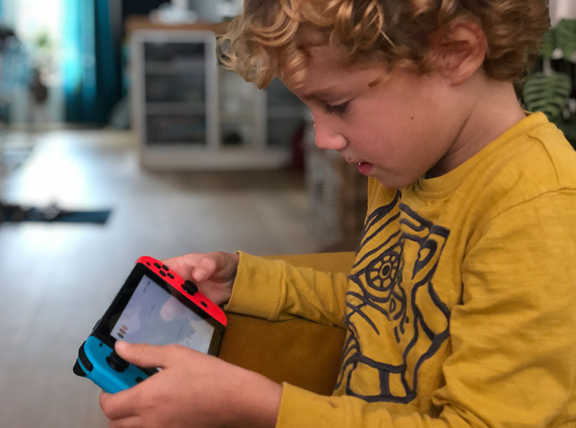 LEGO Jurassic World Nintendo Switch spelen op de bank