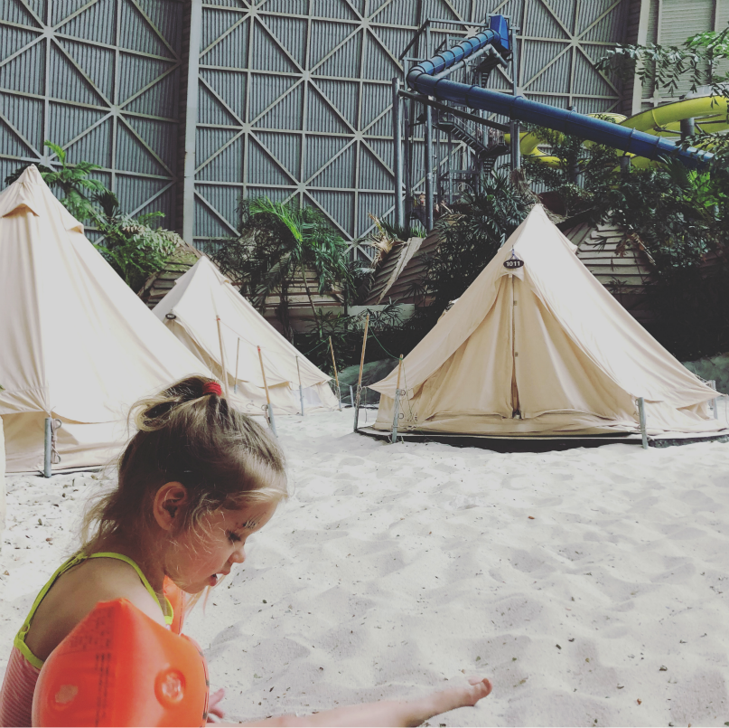 Slapen in een tent in Tropical Islands