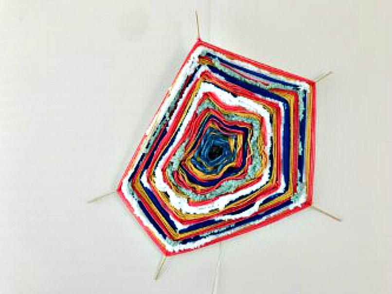 Knutselen net als vroeger: een spinnenweb met een kastanje